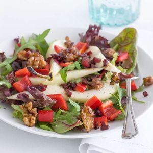 Pear & walnut salad