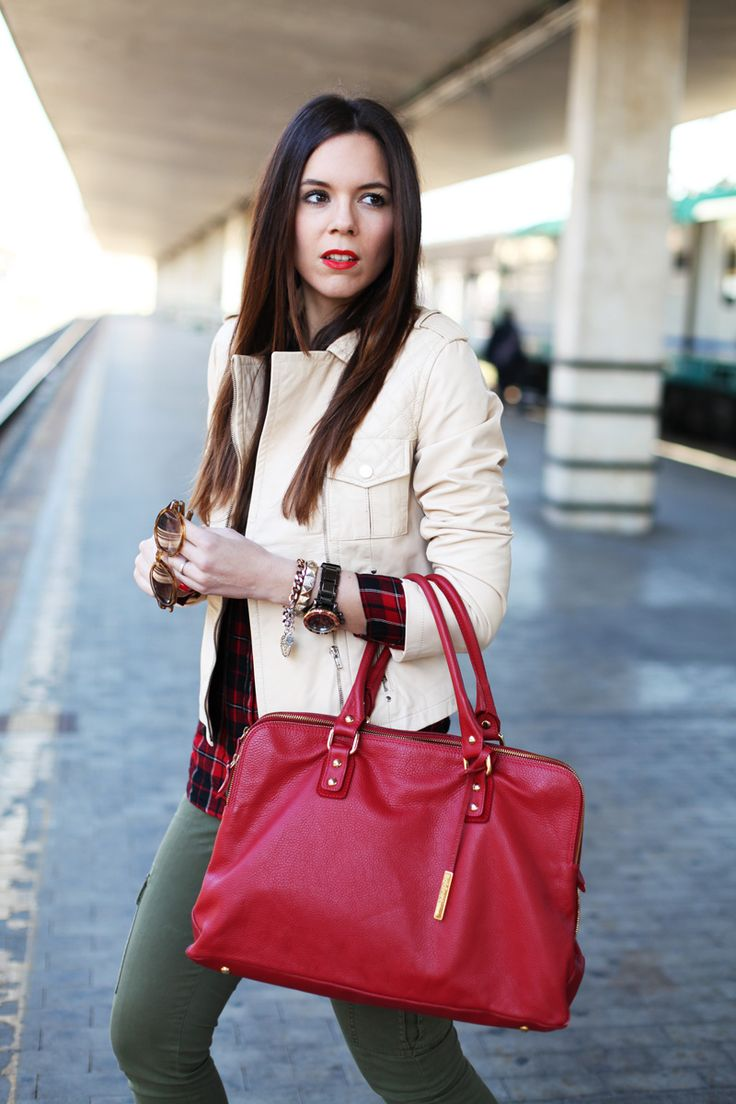 Travel look, spring outfit 2014 and casual with a red bag of Baldinini, Stefanel beige jacket, stradivarius shirt, Voile blanche shoes and motivi pants ... more on my blog, fashion blog | Irene colzi | Fashion trend 2014  www.ireneccloset.com