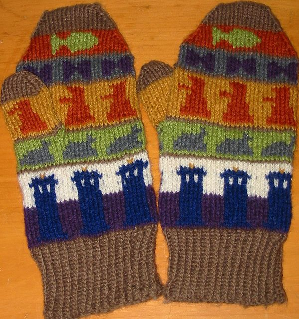 Knitting Pattern For Fish Mittens : Doctor Who Mittens: Free Knitting Pattern - Fish fingers ...