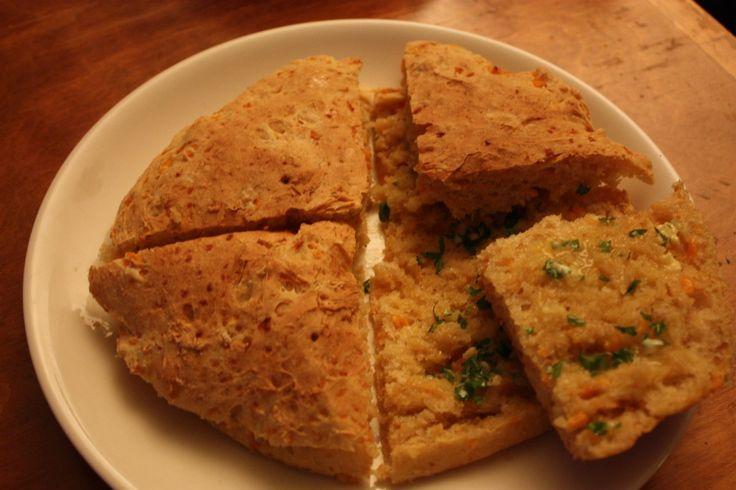 Kanelibasilika: Bolo do Caco eli madeiralainen maalaisleipä
