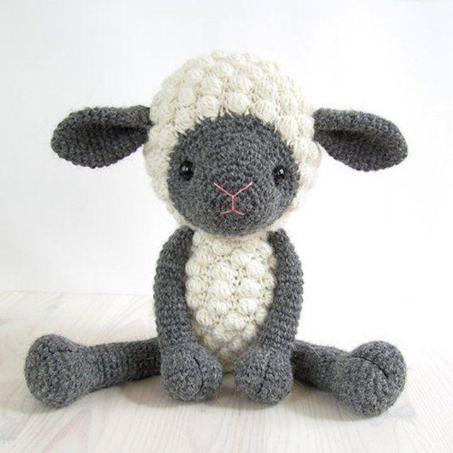 Un doudou mouton en crochet
