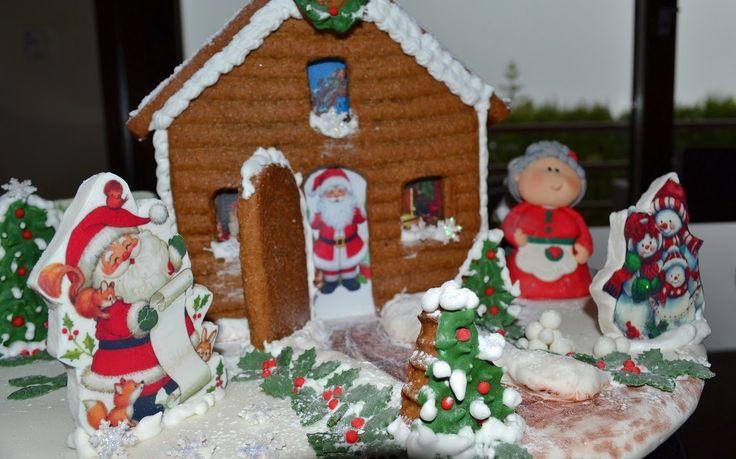 Casita de Papa Noel 2014 (de galleta de jengibre, decorada con papel de azucar, fondant, glasa)