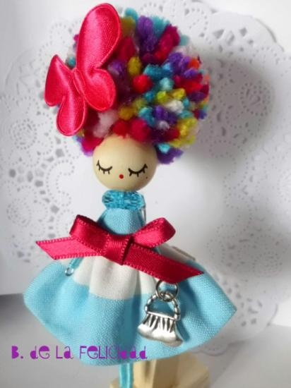 Doll brooch/broche de muñeca