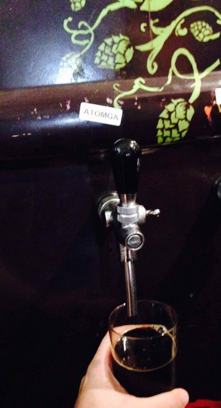 Cerveja Bodebrown Atomga Imperial Stout Oak Barrel 2013, estilo Wood Aged Beer, produzida por Cervejaria Bodebrown, Brasil. 10% ABV de álcool.