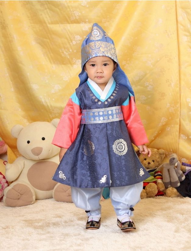 17 images about KIDS IN TRADITIONAL HANBOK on Pinterest