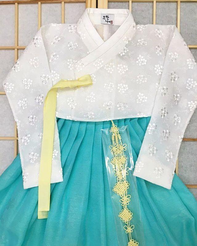 이쁘니까 이쁜옷만입고 이쁜일들만 많~이 일어나기를 바라는 이모마음💕 . . . . . #모란나비한복 #모란나비 #한복 #hanbok…