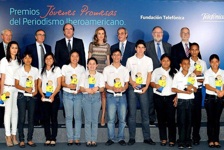 Trofeo diseñado y realizado en cartón piedra para los premios jóvenes promesas de periodismo, entregados por la Princesa Letizia y el presidente de Telefónica César Alierta.