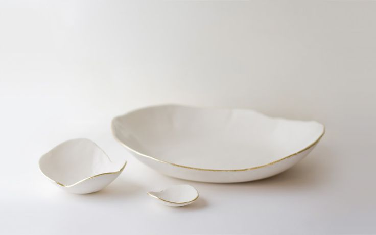Gold Lined . up in the air somewhere: Petals Plates, Gold Trim, Ceramics Dishes, Gold Rim, Gold Lips, Gorgeous Dishes, Lips Dishes, Beautiful Dishes, White Gold