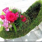 #moss #flower arrangment How to Make a Moss Shoe Flower Arrangement  http://www.craftsalamode.com/2013/06/how-to-make-moss-shoe-flower-arrangement.html