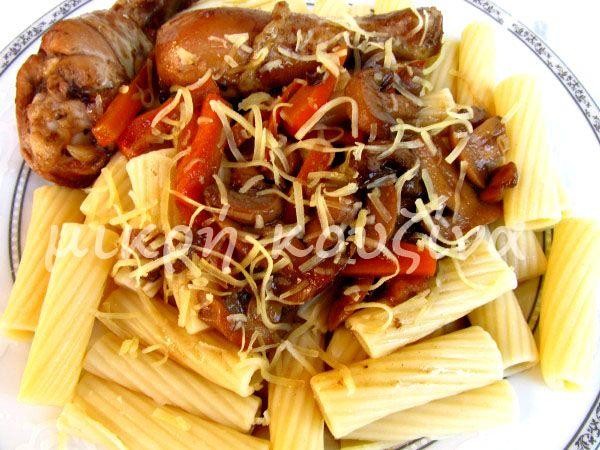 μικρή κουζίνα: Γλυκόξινα μπουτάκια κοτόπουλου με ζυμαρικά