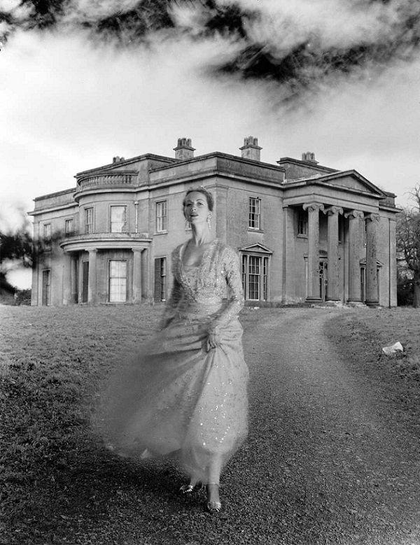 Della Oake at Clytha Park. British Vogue, February 1951. Photograph by Norman Parkinson.