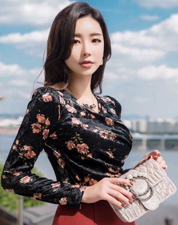 StyleOnme_Velvet Floral Print Shirred Wrap Blouse Tee #black #velvet #floral #feminine #blouse #tee #koreanfashion #kstyle #kfashion #falltrend #dailylook #seoul