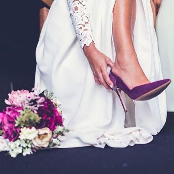 cosas que sí me gustan de una boda: las novias con un toque de color