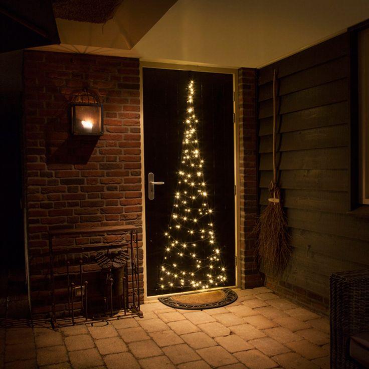 Creëer ook een kerstsfeer in de tuin! Hang deze lichtboom aan de schuurdeur of voordeur en je hebt in een handomdraai een hele leuke versiering buiten!