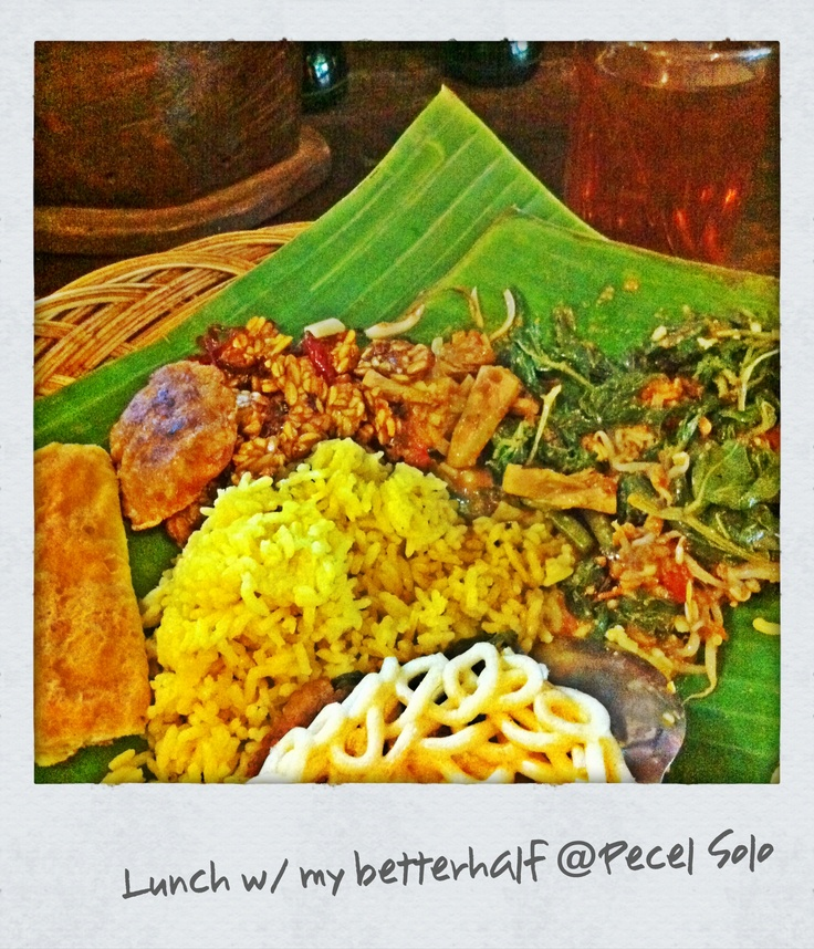 Nasi Pecel Solo Komplit: local Javanese cuisine steamed fragrant rice with vegetables in spicy peanut sauce, Tempe (savoury soybean cake) Copyrights Vivi Kembang Tanjoeng