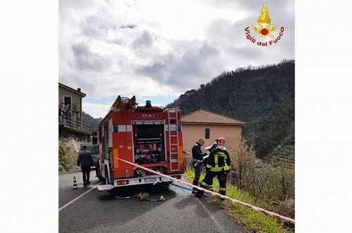 Liguria: #Carasco #donna #finisce fuori strada e cappotta: salvata dai vvf (link: http://ift.tt/2n6tQ5G )