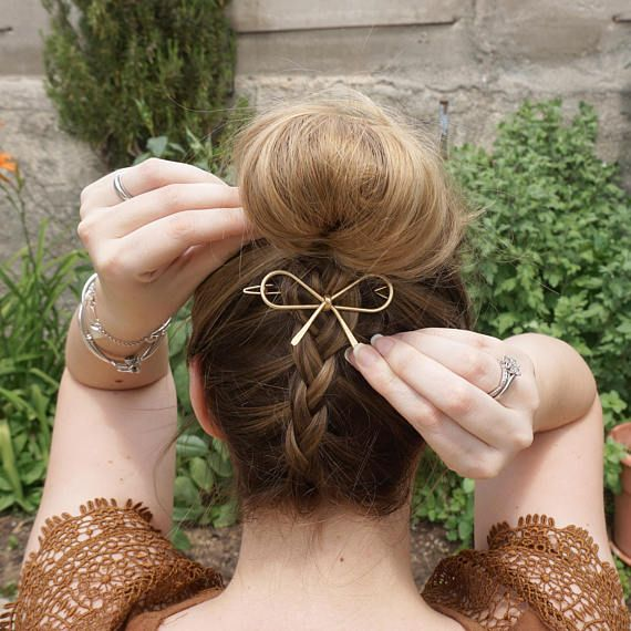 Metal Gold Barrette, Gold bow, Silver Bow, Gold hair bow, Metallic hair clip, Gold Barrette, Gold hair clip, Cute hair clip, Wedding hair Clip, bow clip, Infinity Clip, Butterfly Clip. Here you see a Metal Gold or Siver Bow barrette, Its a shiny piece that can make even the simplest