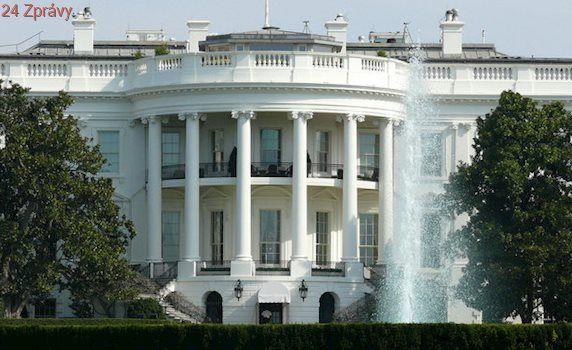 Trumpův mluvčí hájil výrok o rekordním počtu lidí na inauguraci. Novinářům lhát nebudeme, tvrdil