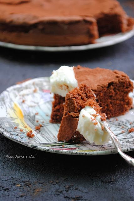Pane, burro e alici: La famosa torta al cioccolato con soli albumi