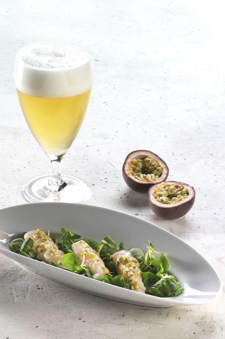 Crudo di scampi, olio extravergine di oliva e riduzione di passion fruit. Una Blanche, fresca e speziata, per esaltare con delicatezza il sapore del crudo. #birraiotadoro #abbinamenti #pesce