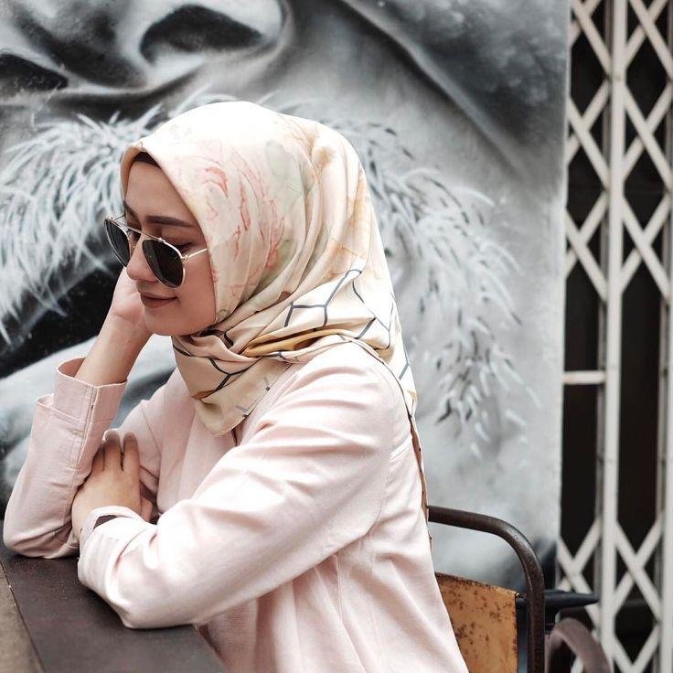 "7,703 Likes, 32 Comments - Mega Iskanti (@megaiskanti) on Instagram: ""I'm feeling  • printed scarf by @heaven_lights """