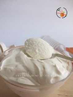 250 g panna fresca 250 g panna vegetale 150 ml latte condensato 5 fogli di gelatina (10 g)