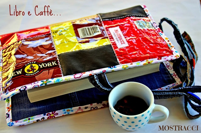 Mo-stracci: SCARTI DI PELLE, VECCHI JEANS E BUSTE DEL CAFFE