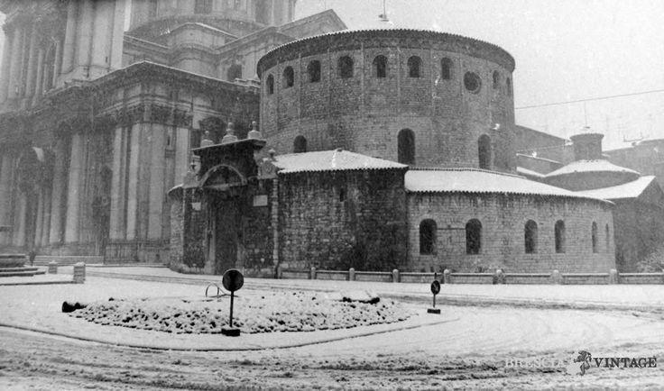 """""""Il Duomo Vecchio sotto la neve"""" - 1976 http://www.bresciavintage.it/brescia-antica/fotografie-d-autore/duomo-vecchio-la-neve-1976/"""