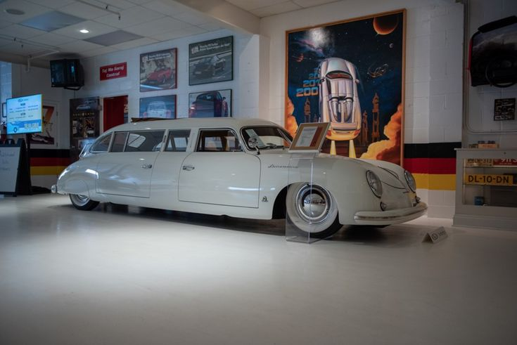 """Porsche 356 : une """"folle"""" limousine vendue aux enchères"""