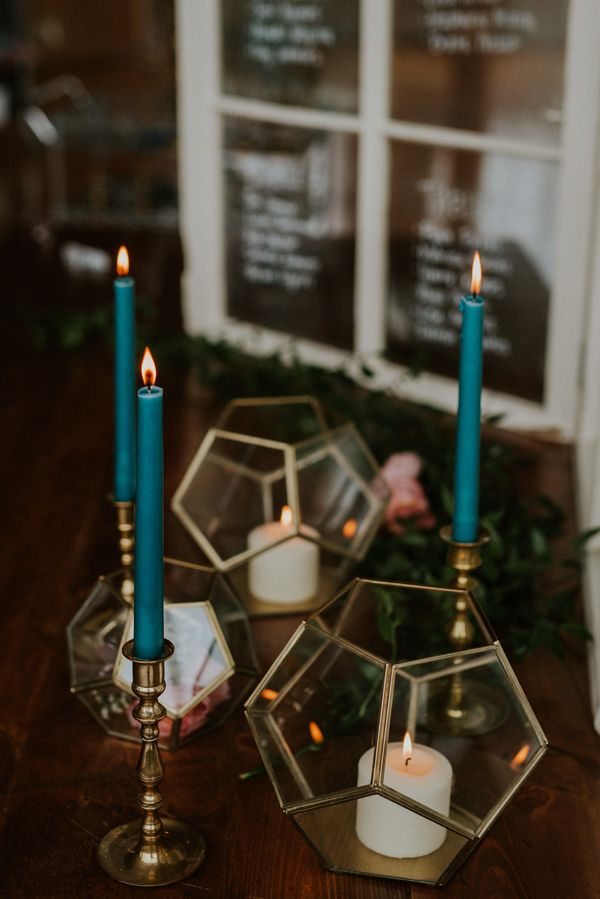 geometric wedding decor - photo by Kate Touzel Photography http://ruffledblog.com/modern-metallic-wedding-inspiration