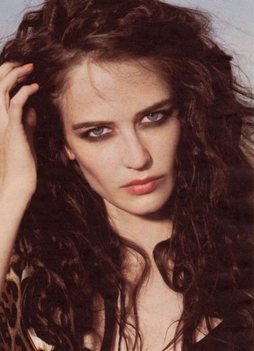 "eva green July 5, 1980 In:	Paris (France) Sun:	13°26' Cancer	AS:	28°51' Leo Moon:	13°47' Aries	MC:	19°31' Taurus Dominants:	Virgo, Cancer, Leo Uranus, Sun, Jupiter Houses 11, 4, 2 / Water, Fire / Cardinal Chinese Astrology:	Metal Monkey Numerology:	Birthpath 3 Height:	Eva Green is 5' 6"" (1m68) tall"