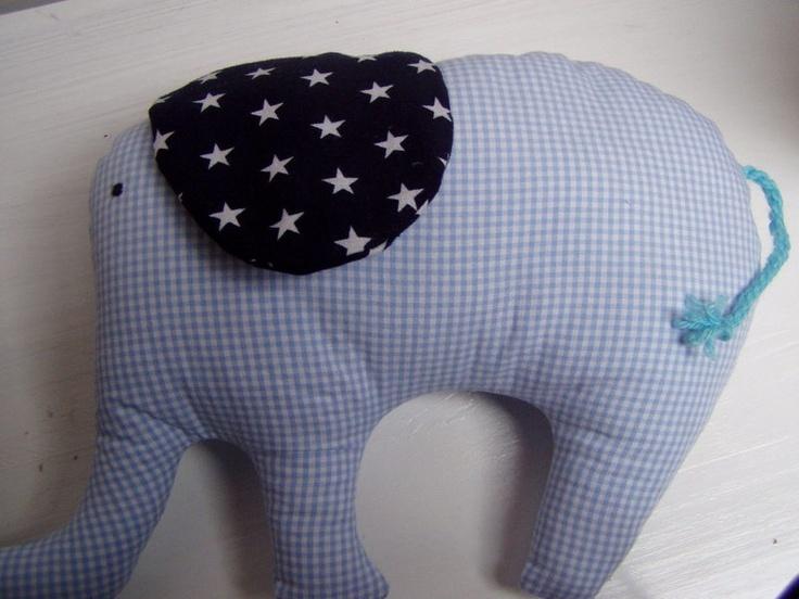 Brauchst Du noch ein kleines Geschenk oder Mitbringsel für ein süßes Baby oder Kleinkind?  Wie wäre es denn mit diesem niedlichen Elefant aus Baumw...