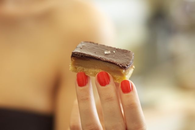 I'm betting the salt sprinkles are what take this right over the edge.Caramel Slices, Chocolates Caramel, Orange R Nails, Nails Colors, Caramel Squares, Buna Dimineata, Mmm, Choco Caramel, Chocolate Caramels