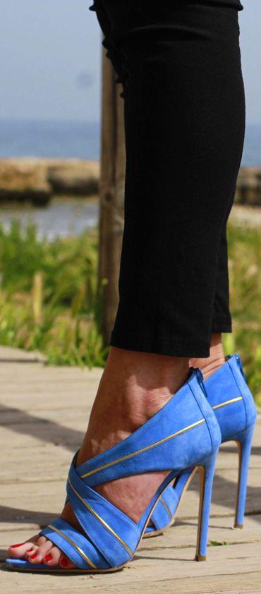 Evolution Luxury #donna #eleganza #chic #beauty #donna #fashion #blu #sandali #lerre #summer2016 #oro #polignanoamare #piazzaaldomoro #newcollection #dopoilmareevolution #puglia #bari #boutique #outlet