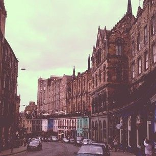 Step down a side street.   21 Useful Edinburgh Tips From A Local