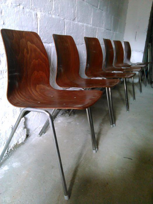 Pagholz - 6 Design stoelen.  Veel van zes designer stoelen van Pagholz.Zes stukken.Materiaal: houten stoel;metaal voor de benen.Conditie: zeer goede originele staat. Mooie houten glans. Glanzende metalen poten.Een stoel heeft een deuk aan de voorzijde.Maten:45 cm hoogte;47 cm breed;79 cm hoogte rugleuning begrepen;47 cm diepte.  EUR 60.00  Meer informatie