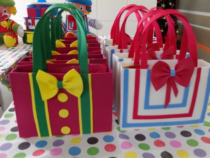 festa, Festa com temática de circo e Convites da festa de carnaval