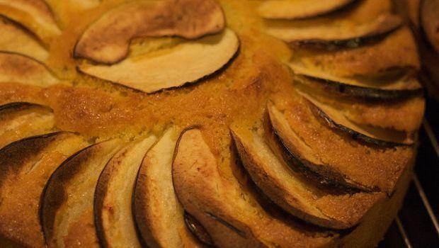 Come preparare una soffice e profumata torta di mele e mascarpone col Bimby per un dolce goloso