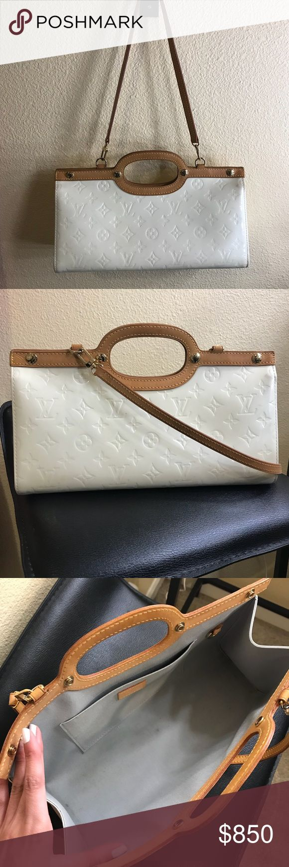 Louis Vuitton Purse 👜 💯 % Authentic Louis Vuitton Purse! Love this purse because it matched almost anything I pair it with! Selling because I am trying to clear out my purse closet to save up for new ones! Has some signs of wear (as shown in pics). Look carefully at the marks! Price is not firm, reasonable offers accepted 💖 Louis Vuitton Bags Shoulder Bags
