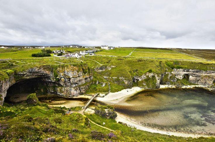 La Smoo cave è la più grande grotta costiera delle isole britanniche. È credenza popolare che l'ingresso rappresenti la porta per accedere al mondo fatato, ma la leggenda più conosciuta riguarda lo …