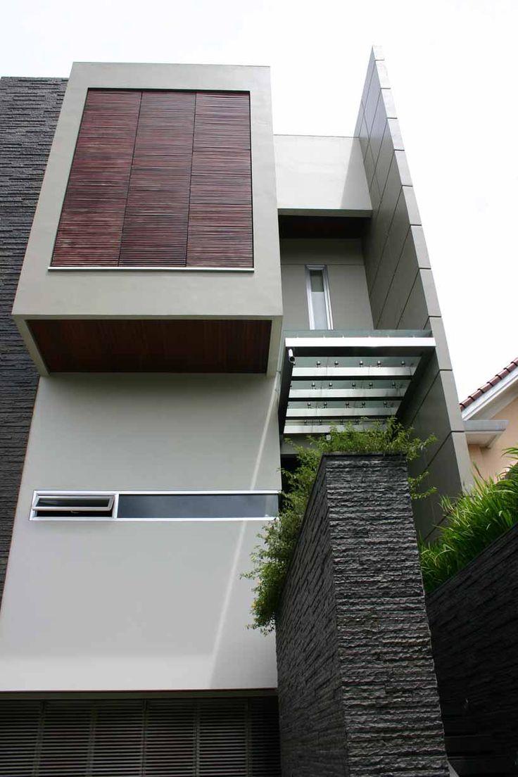 ENTRY architect by : Julio Julianto