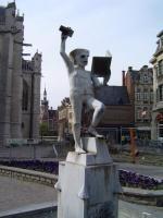 Leuven is één van de belangrijkste studentensteden die België rijk is. Gedurende de maanden oktober tot en met juni is Leuven een bruisende stad en draaien de pubs en caféétjes tot in de vroege uurtjes. Leuven heeft echter nog veel meer te bieden dan alleen het studenten leven. Je kan in Leuven allerlei bezienswaardigheden vinden. Leuk voor een daguitstap en zeker om te combineren met de talrijke avondactiviteiten zoals de beleuvenissen die vier opeenvolgende vrijdagavonden vullen met…
