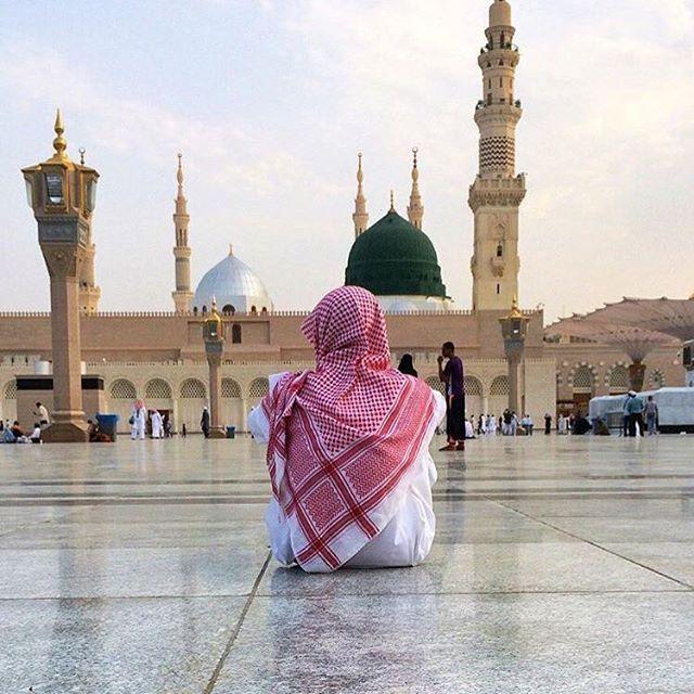 🌍Those that believe in Allah and in Judgement day shall either talk good things or remain silent. 🇹🇷Allah'a ve ahiret gününe iman eden kimse ya hayır konuşsun ya da sussun. 🌙مَنْ كَانَ يُؤْمِنُ بِاللَّهِ وَالْيَوْمِ الْآخِرِ فَلْيَقُلْ خَيْرًا أَوْ لِيَصْمُتْ [Buhari, Müslim, Ebu Davud, Tirmizi, Ahmet b. Hanbel] ------------------------------ #kabe #mekke #medine #makkah #madinah #agameoftones #artofvisuals #vscocam #art #travel #travelgram #instamood #tbt #instagramers #picoftheday…