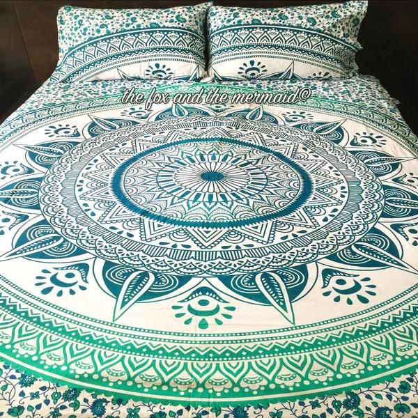 This vibrant green duvet cover and 2 matching pillowcases add energy and style to any room. Duvet cover ties shut. Pillowcases are double sided and design vary. Pillowcase design may be different than