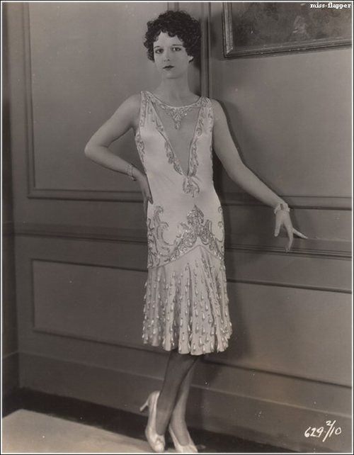 miss-flapper:    Louise Brooks as Fox Trot in Evening Clothes, 1927