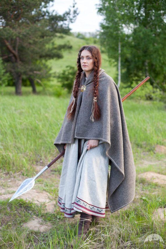 CHRISTMAS DISCOUNT Viking Woolen Cloak Eydis the door armstreet