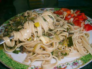 """W Mojej Kuchni Lubię..: pieczarki z porami i przyprawą """"makaron po chińsku..."""