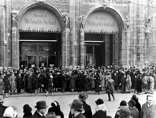 Wertheim Leipziger Platz Eingang Der Goldene Sonntag 1930 Berlin Leipziger Strasse Und Mauerstrasse Und Donhoffplatz Und Spittelmarkt Leipziger Platz Historische Fotos Und Ullstein