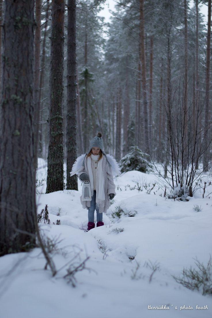 Henriikka´s photo booth http://www.stoori.fi/henriikkasphotobooth/enkelikuvia-ja-joulutervehdys/