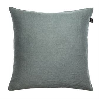 The Sunshine cushion from Himla has a classic design and is made of beautiful linen. The cushion is garment washed to get the softness and the exclusive look. Due to the size, it is the perfect cushion for a large armchair or daybed. Combine with cushions in other sizes from Himla to create a dynamic atmosphere in your home.